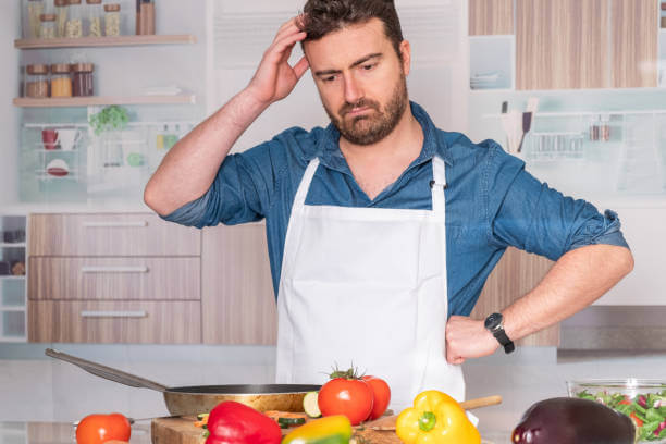 homme qui cuisine