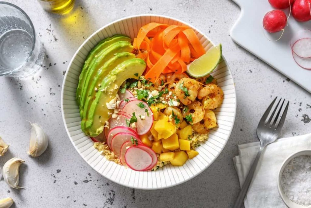 bowl quinoa avec crevettes & avocat